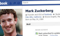 Bloomberg: Цукербергнинг Facebook саҳифасини ўндан ортиқ ходим юритади