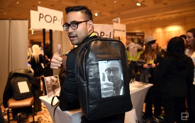 E-Ink дисплей билан жиҳозланган рюкзак намойиш этилди