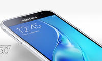 Samsung Galaxy J3 (2017) моделини синовдан ўтказмоқда