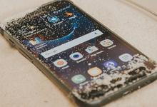Эксклюзив: Samsung'нинг «ўта ҳимояланган» янги смартфонини тўлиқ видеода томоша қилинг!
