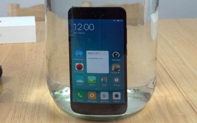Xiaomi «сувдан қўрқмас» учта смартфон тайёрламоқда