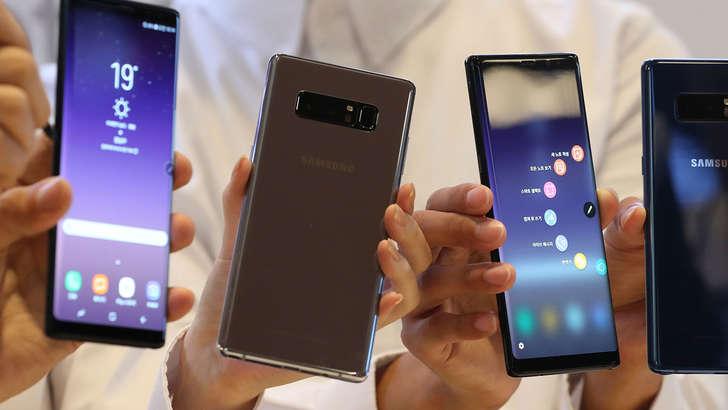 ТОП-8: Октябрнинг энг яхши сотилаётган смартфонлари