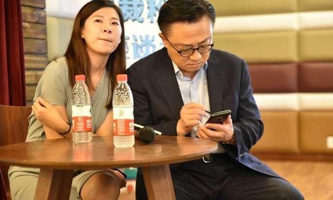 Samsung Galaxy Note 9 ҳали намойиш этилгани йўқ, лекин кимлардир уни аллақачон тутиб юрибди