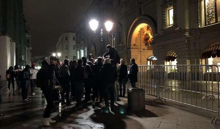 Россияда iPhone 8 савдоси бошланди: кутилмаган ҳолатлар