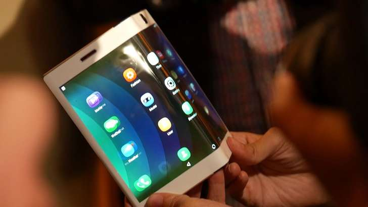 Apple қайишқоқ экран учун патент олгани, унинг тафсилотлари фош бўлди