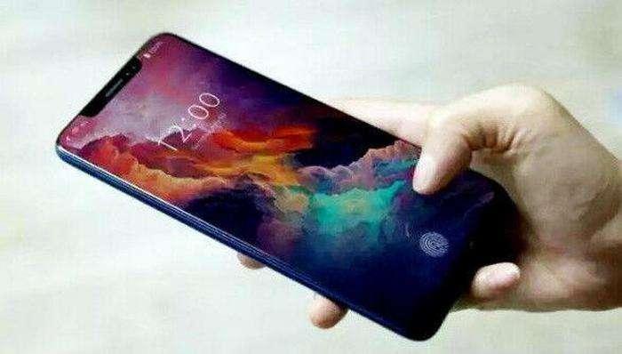 Xiaomi компаниянинг 8 йиллиги шарафига Mi 8 смартфонини чиқаришини расман эълон қилди