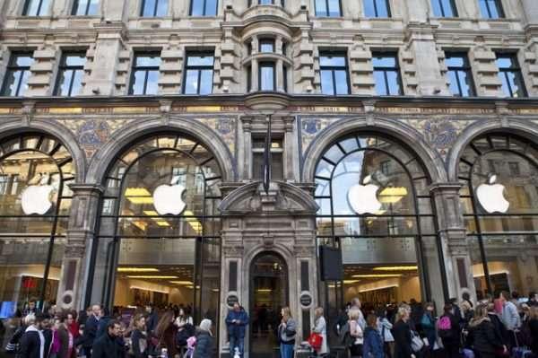Мопедли тўда Лондондаги Apple Store'ни ўмариб кетди
