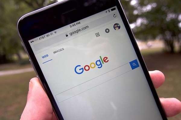 Apple Google'дан 3 млрд доллар талаб қилмоқда