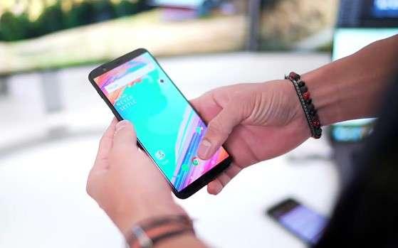 OnePlus 5T: янги флагман эски нархда сотилади