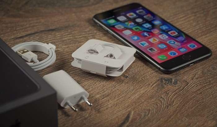ШОШИЛИНЧ ХАБАР: «Малика»га етиб келган iPhone 8 ҳамда iPhone 8 Plus'нинг сўмдаги нархлари (2017 йил 30 сентябрь)