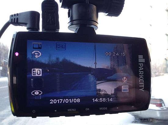 Смартфон автомобиль видеорегистраторига қарши: қай бири афзал?