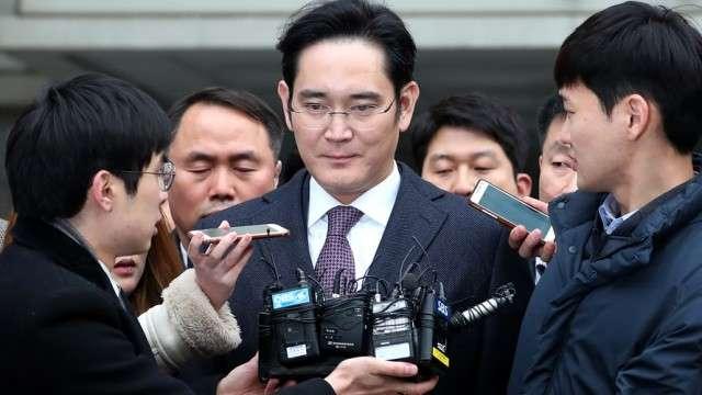 Samsung лидерининг қамалиши нега Кореяга қимматга тушади?