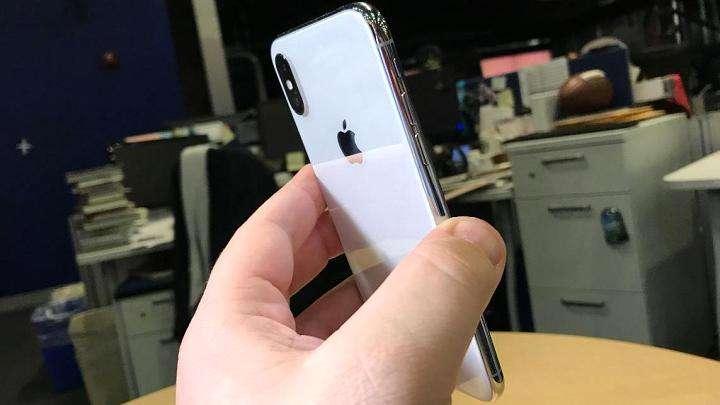 Дастлабки харидорлар iPhone X'да олган суратларини эълон қилишмоқда