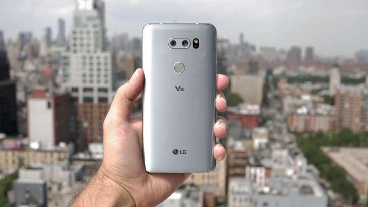 LG V30 флагмани олган илк суратларга баҳо беринг