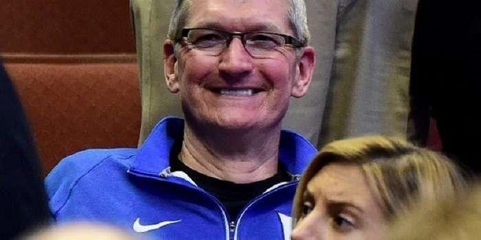 Бу хато. Apple тасодифан триллион доллар турадиган компанияга айланди
