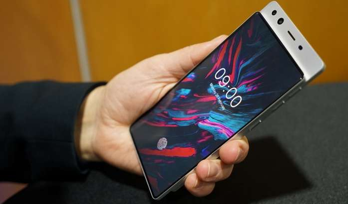 MWC 2018'да рекорд: энг антиқа дизайнли смартфонлар ва бошқа гаджетларни ким олиб келган?