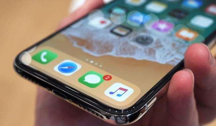 iPhone X фойдаланувчилари аллақачон нуқсонлардан шикоят қила бошлашди