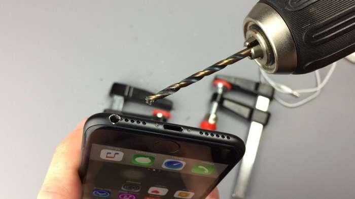 iPhone 7'да оддий қулоқчин учун тирқиш очиш мумкин! (+видео)