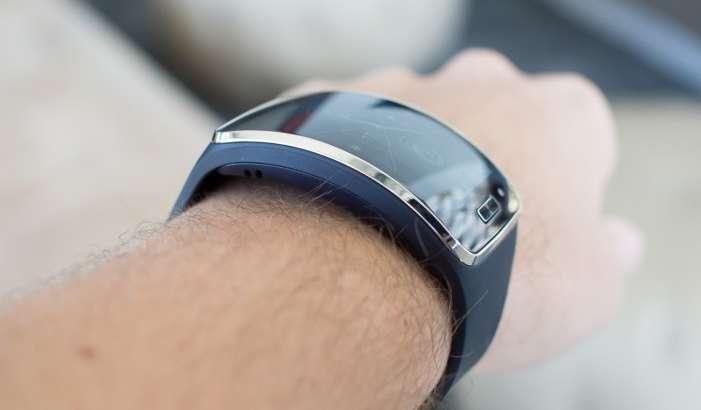 Samsung инқилобий смартфонини билакка тақиладиган қилмоқчи