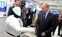 Путин билан кўришган роботни Tesla автопилоти уриб «ўлдирди» (+видео)