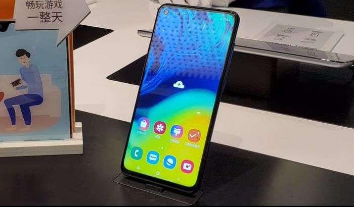 Galaxy A60 намойиш қилинди: NFC, «гапирувчи» ва «тешик» экран, 32 МПлик иккита камера ва ўртача нарх!
