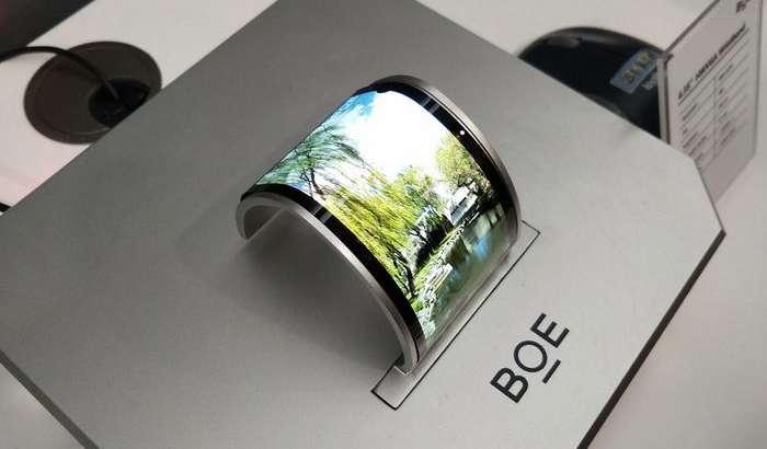 Huawei буклама смартфонида қўлланувчи дисплейни BOE «жонли» видеода ишлатиб кўрсатди!