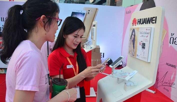 iPhone'дан Янги йил табриги ёзганларни Huawei қаттиқ жазолади!