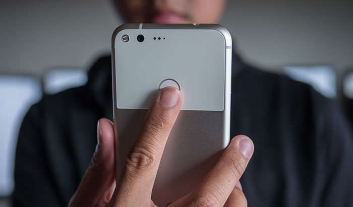 Исталган Android-смартфоннинг бармоқ изи сканерига тезкор функциялар қўшамиз