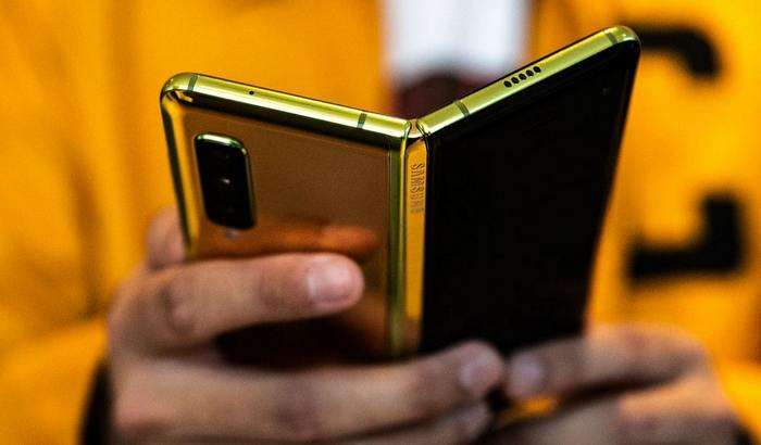Samsung'нинг янги смартфони икки ярим бараварга қиммат – салкам 5000 доллардан сотиляпти!