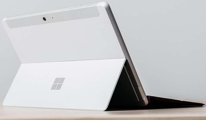 Microsoft ўзининг Surface Go планшети рекламасида Apple iPad'ни масхара қилди! (+видео)