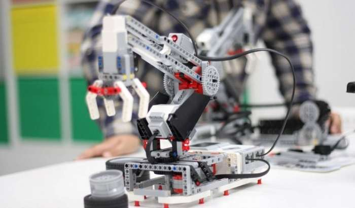 Тошкентда болаларга дастурлаш ва робототехникани ўргатувчи RoboCraft курслари очилмоқда