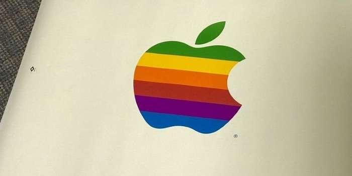 Чордоқда 30 йил чанг босиб ётган Apple компьютери топилди. Уни ёқиб кўришса...