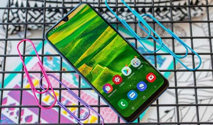 Квадрокамерали энг арзон Samsung смартфони илк «жонли» видеода!