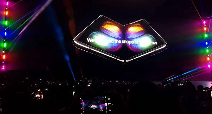 Ниҳоят, Samsung икки экран ва олти камерали Galaxy Fold буклама смартфонини тақдим қилди! (+видео)