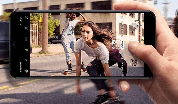 Samsung иккита ҳамёнбоп смартфонини Android 10'га эртароқ янгилай бошлади