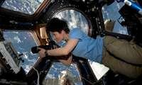 SpaceX илк космик сайёҳлари қачон парвоз қилишади?