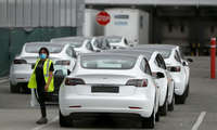 Tesla бирданига иккита янги моделда ҳамёнбоп автомобил чиқаради