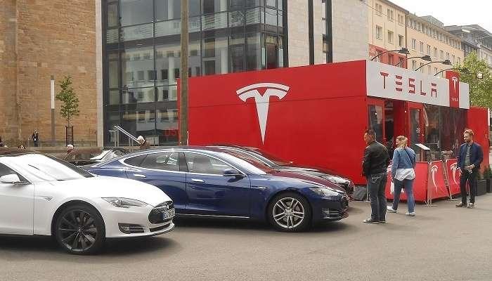 Оддий фуқаро нега бирданига 27 дона Tesla электромобили сотиб олди?