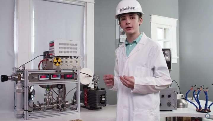 12 яшар бола ўз уйида ядро реакторини йиғди (видео)
