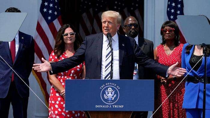 Трамп ижтимоий тармоқларни судга беряпти