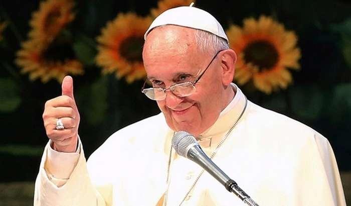 Рим папаси аккаунтидан модел қизнинг эротик суратига лайк босилди