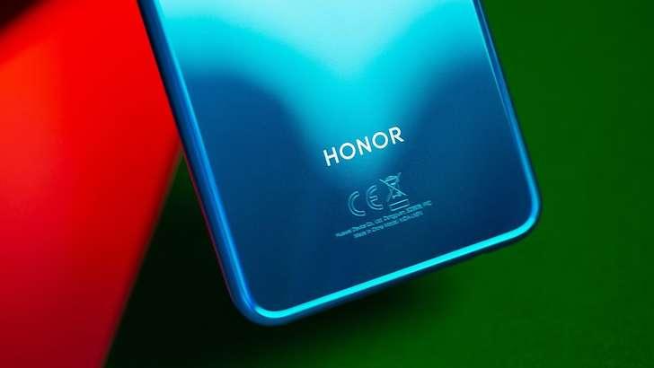 Эндигина Huawei'дан ажралиб чиққан Honor компаниясига АҚШ хавфсизлик агентлари тақиқ қўймоқчи