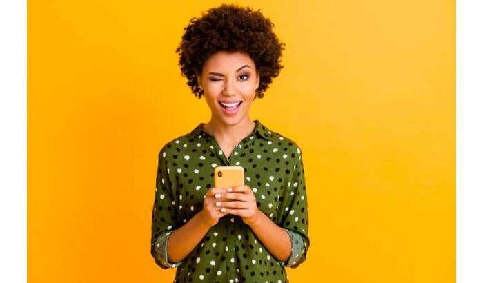 Кўзни қисинг: Android-смартфонни энди юз ишораси билан бошқарасиз!